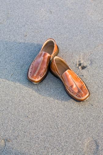 Loafer「Shoes on sand」:スマホ壁紙(11)