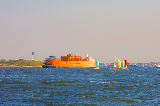 Ship「Orange ferry and red, yellow and blue sailboats, NYC」:スマホ壁紙(17)