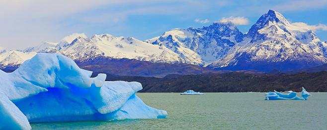 UNESCO「Icebergs floating on Lake Argentina and ice floes near Upsala glacier – Patagonia」:スマホ壁紙(18)