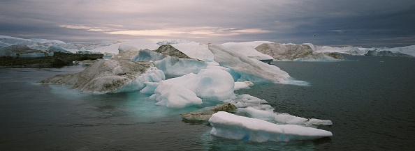 Iceberg - Ice Formation「Greenland Ice-Cap Draws Global Warming Tourists」:写真・画像(19)[壁紙.com]