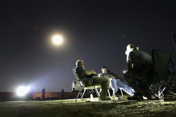 Human Arm「Minutemen Break-Away Group Patrols California-Mexico Border」:写真・画像(7)[壁紙.com]