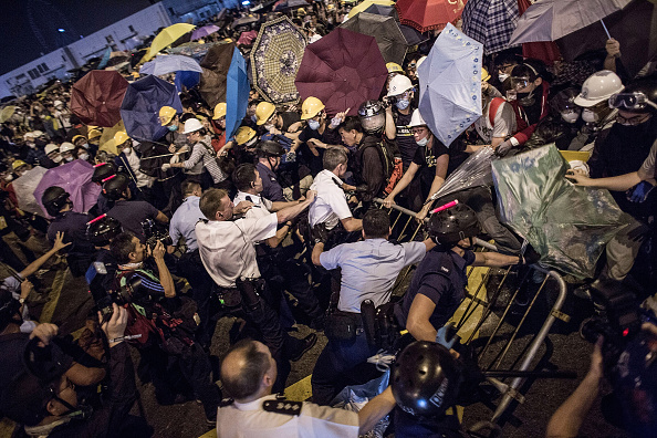 Lam Yik Fei「Police Continue Efforts To Clear Hong Kong Protest Sites」:写真・画像(3)[壁紙.com]