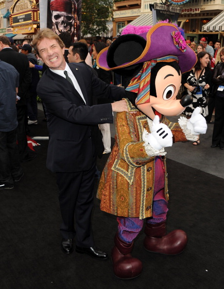 ミッキーマウス「Premiere Of Walt Disney Pictures' 'Pirates Of The Caribbean: On Stranger Tides' - Red Carpet」:写真・画像(19)[壁紙.com]