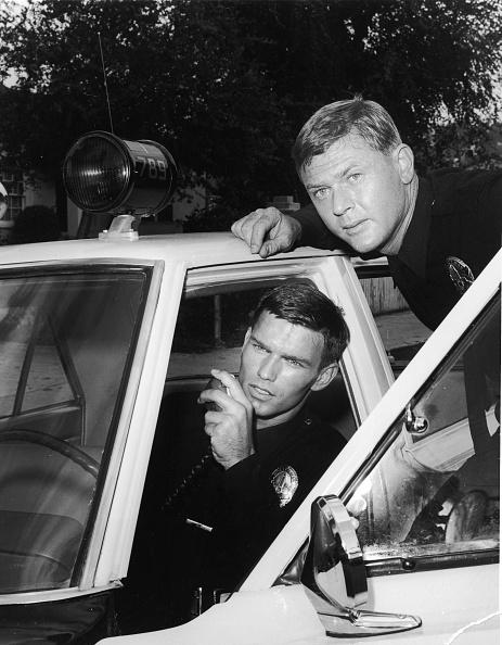 Door「M. Milner And K. McCord In 'Adam 12,' c. 1969. 」:写真・画像(8)[壁紙.com]