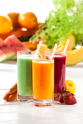 Vegetable Juice「Three glasses of fruit juice with fruits in the background」:スマホ壁紙(3)
