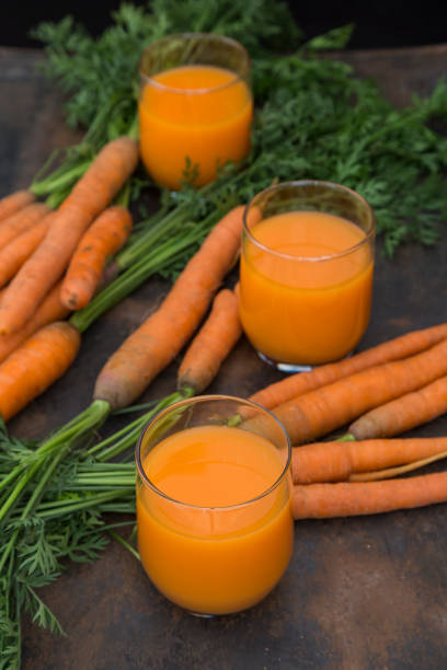 Three glasses of fresh carrot juice and carrots:スマホ壁紙(壁紙.com)