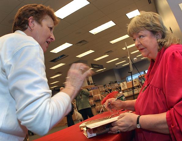 Borders Books「Irish author Maeve Binchy in Chicago」:写真・画像(11)[壁紙.com]