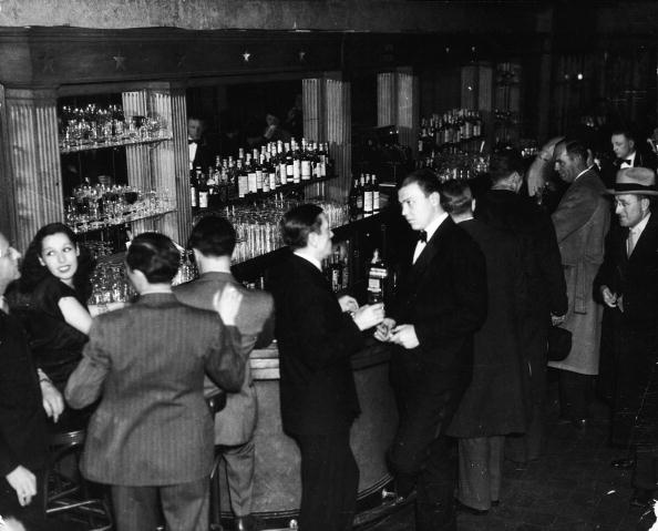 1940-1949「Patrons At The Bar In Leon & Eddie's Night Club」:写真・画像(12)[壁紙.com]