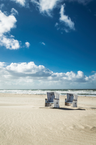 Baltic Sea「Hooded Beach Chairs」:スマホ壁紙(11)