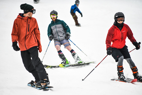 Winter Sport「Skiers And Snowboarders Enjoy Spring Conditions At Arapahoe Basin Over Memorial Day Weekend」:写真・画像(4)[壁紙.com]