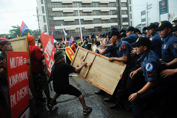 Large Group Of People「Protests Held In Manila In Response To Final SONA」:写真・画像(17)[壁紙.com]