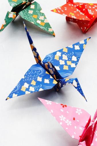 Paper Craft「Origami cranes, close-up」:スマホ壁紙(17)