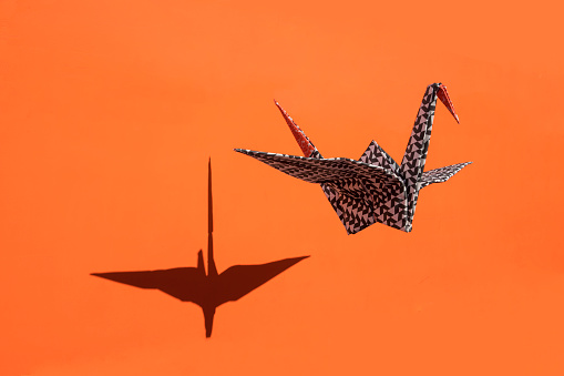 Hovering「Origami crane, orange background, shadow, copy space」:スマホ壁紙(9)