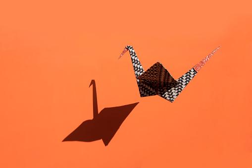 Paper Craft「Origami crane, orange background, shadow, copy space」:スマホ壁紙(7)