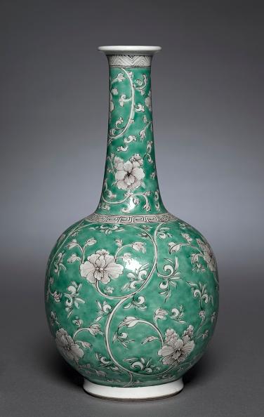 Vase「Bottle Vase With Floral Scrolls」:写真・画像(2)[壁紙.com]