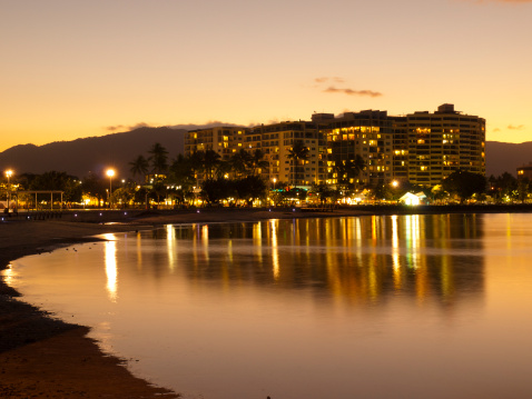 Queensland「Cairns Waterfront by Night」:スマホ壁紙(11)