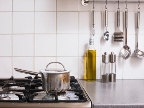 Misfortune「Saucepan overflowing on stove」:スマホ壁紙(6)