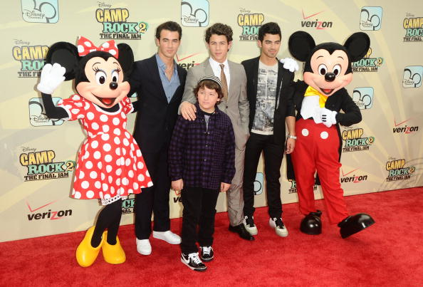 Mickey Mouse「'Camp Rock 2: The Final Jam' New York Premiere - Inside Arrivals」:写真・画像(8)[壁紙.com]