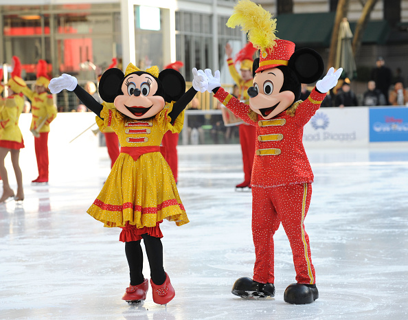 ミッキーマウス「'Disney On Ice Celebrates 100 Years Of Magic' Salutes The Olympic Spirit」:写真・画像(12)[壁紙.com]