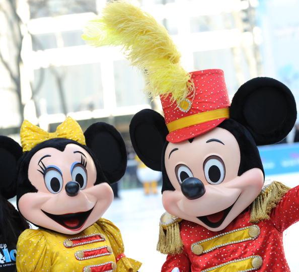 ミニーマウス「'Disney On Ice Celebrates 100 Years Of Magic' Salutes The Olympic Spirit」:写真・画像(4)[壁紙.com]