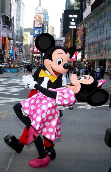 ミニーマウス「Mickey Mouse And Minnie Mouse Celebrate The Launch Of Disney Junior」:写真・画像(9)[壁紙.com]