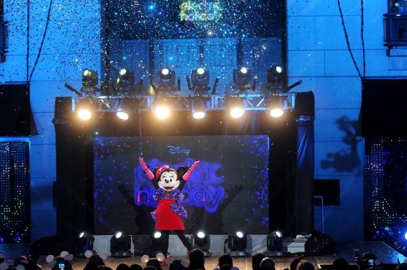 ミニーマウス「Unveiling Moment At Barneys New York & Disney Electric Holiday Spectacular With Sarah Jessica Parker, Bob Iger, and Mark Lee」:写真・画像(17)[壁紙.com]