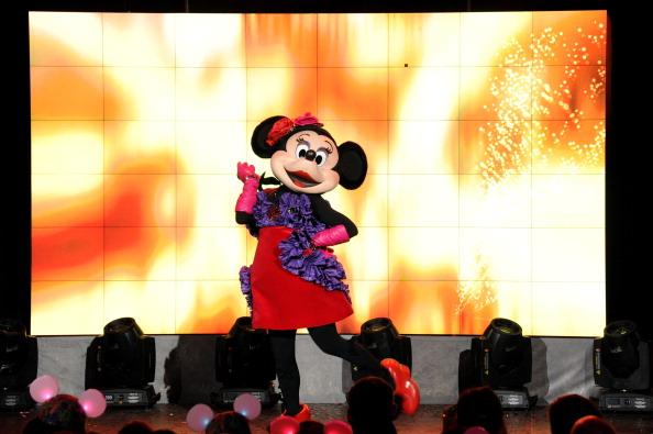 ミニーマウス「Unveiling Moment At Barneys New York & Disney Electric Holiday Spectacular With Sarah Jessica Parker, Bob Iger, and Mark Lee」:写真・画像(16)[壁紙.com]