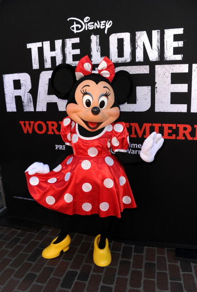 ミニーマウス「Premiere Of Walt Disney Pictures' 'The Lone Ranger' - Red Carpet」:写真・画像(3)[壁紙.com]