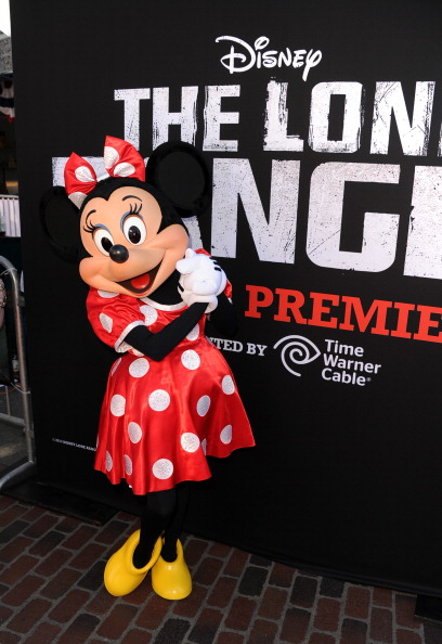 ミニーマウス「Premiere Of Walt Disney Pictures' 'The Lone Ranger' - Red Carpet」:写真・画像(6)[壁紙.com]