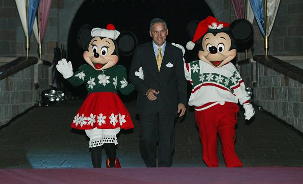 ミニーマウス「Firefighters Light Up the Disneyland Resort」:写真・画像(11)[壁紙.com]
