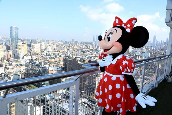 ミニーマウス「Minnie Mouse 90th Anniversary Celebration」:写真・画像(9)[壁紙.com]