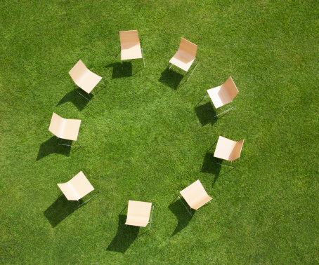 Chair「Chairs in circle formation on grass」:スマホ壁紙(11)