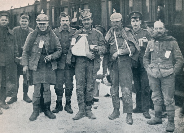 Nice - France「Some cheerful wounded from the Neuve Chapelle fighting, wearing captured German helmets, 1915.」:写真・画像(19)[壁紙.com]