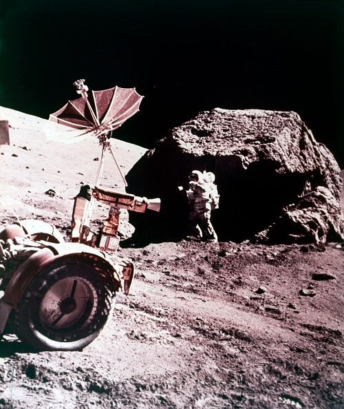 Mode of Transport「Astronaut With Lunar Roving Vehicle On The Moon」:写真・画像(6)[壁紙.com]