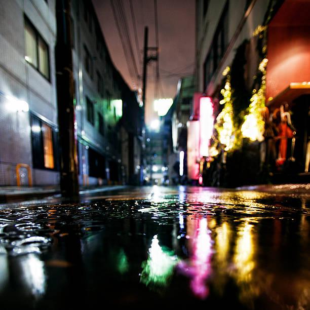 rainy night in big city:スマホ壁紙(壁紙.com)