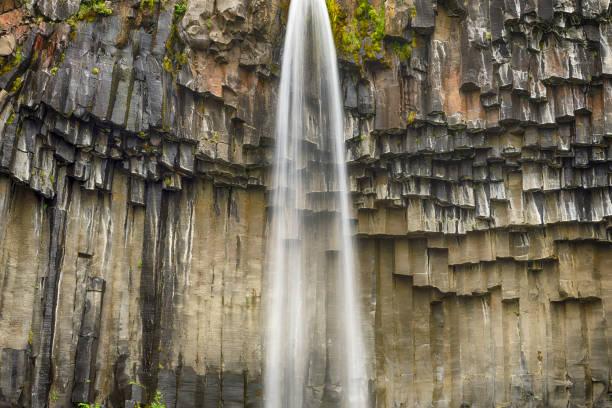 Svartifoss Waterfall Falling From Over The Basalt Rocks, Iceland:スマホ壁紙(壁紙.com)