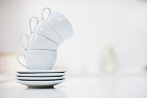 Leaning「Leaning stack of coffee cups」:スマホ壁紙(4)
