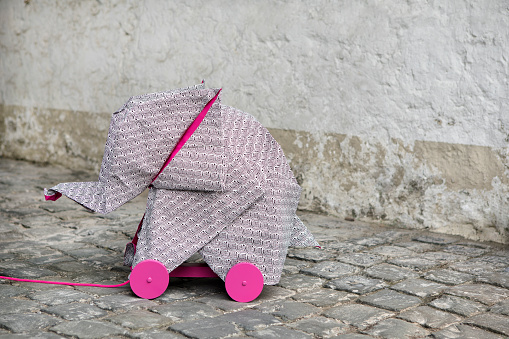 Paper Craft「Origami elephant on rolls」:スマホ壁紙(15)