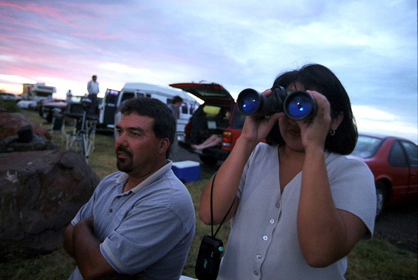 Illuminated「Duvie Casillas And His Wife Vivi Casillas From Ft Stockton Texas Found A」:写真・画像(7)[壁紙.com]