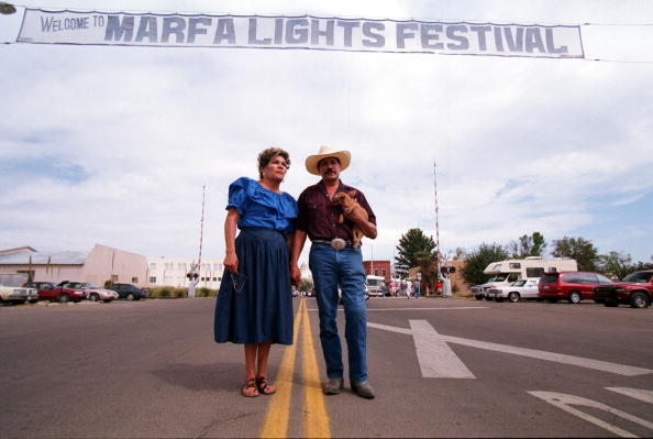 Illuminated「Elena Hernandez And Ben Campos Enjoy The Marfa Lights Festival In Downtown...」:写真・画像(18)[壁紙.com]