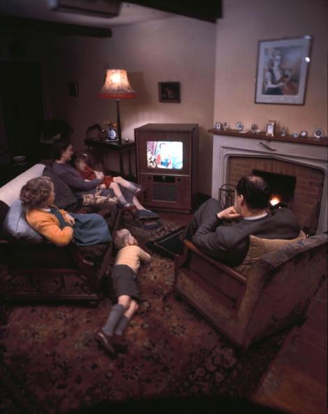 Color Image「Family Viewing」:写真・画像(9)[壁紙.com]
