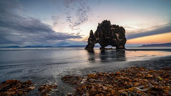 Basalt「Hvitserkur at sunset, Iceland」:スマホ壁紙(18)