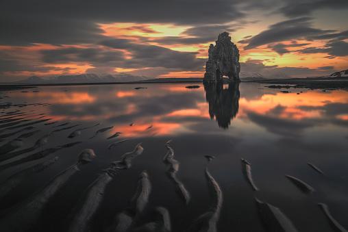 Basalt「Hvitserkur sea stack, Vatnsnes Peninsula, Iceland」:スマホ壁紙(9)