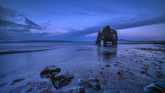 Basalt「Hvitserkur at dusk, Iceland」:スマホ壁紙(17)