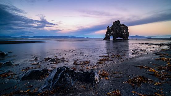 Basalt「Hvitserkur at dusk, Iceland」:スマホ壁紙(19)