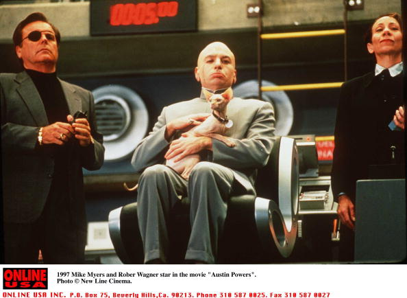 """Austin Powers「1997 Mike Myers and Robert Wagner star in the movie """"Austin Powers""""」:写真・画像(1)[壁紙.com]"""