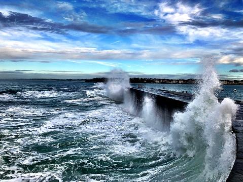 Nouvelle-Aquitaine「Mountainous waves hit the sea wall, Ciboure,」:スマホ壁紙(15)