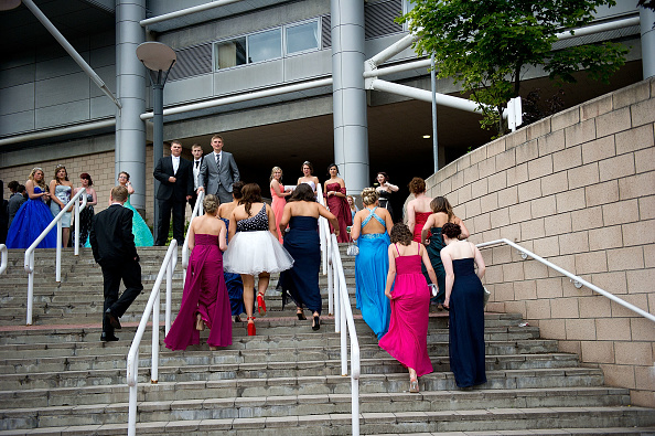Formalwear「Students Participate In Their School's Final Year Prom Dance」:写真・画像(3)[壁紙.com]