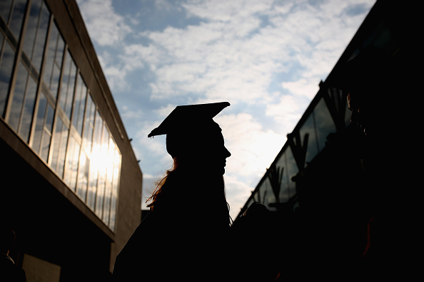 Student「Students From The School Of Arts And Creative Industries At South Bank University Graduate」:写真・画像(6)[壁紙.com]