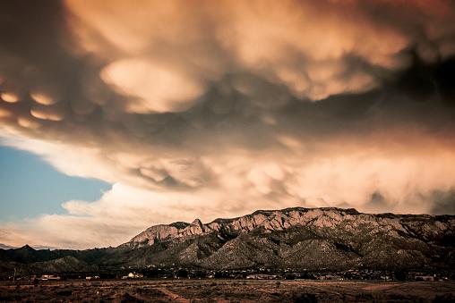 Sandia Mountains「Majestic  Cloudscape over Sandia Mountains」:スマホ壁紙(3)
